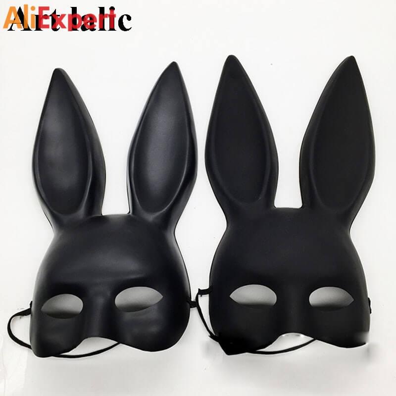 Черная маска с заячьими ушками